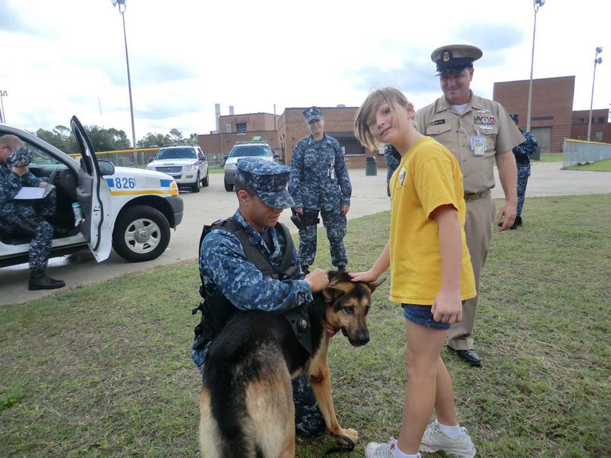 Advance Learning Center field trip with army dogs